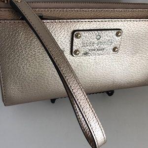 KATE SPADE ♠️ metallic wristlet wallet zip
